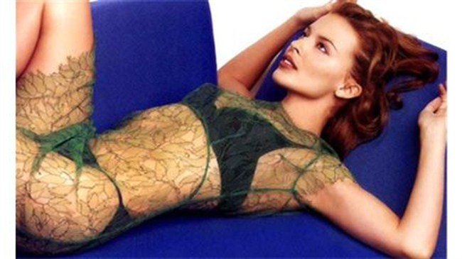 Kylie, İstanbul'a 21 TIR'la gelecek